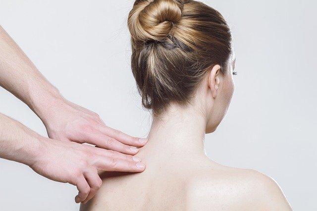 soulager douleur en haut du dos